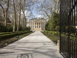 Château Margaux - open for business